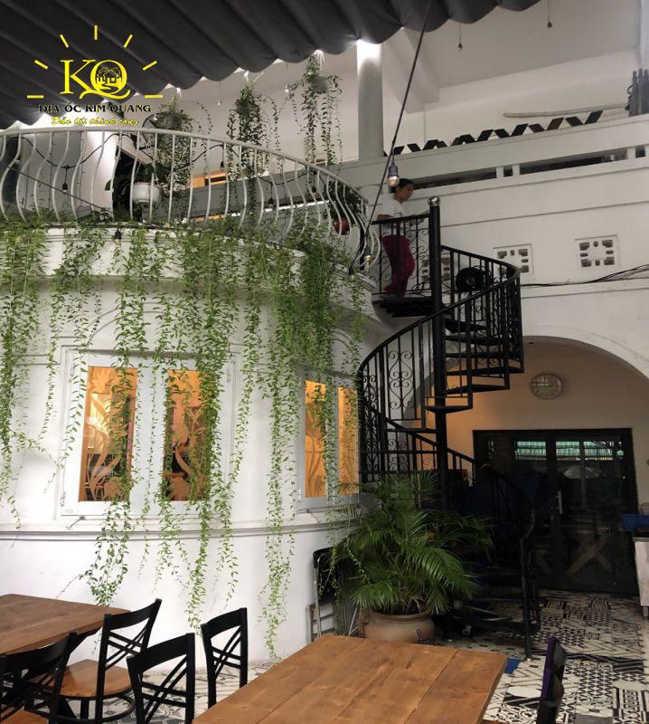 Không gian bên trong nhà cho thuê nguyên căn đường Nguyễn Văn Thủ quận 1