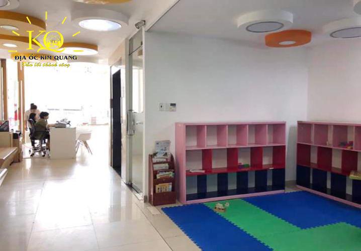 Khu vực tầng trệt của tòa nhà văn phòng cho thuê nguyên căn đường Nguyễn Văn Cừ quận 5